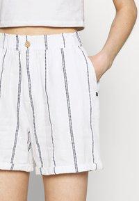 Roxy - DIAMOND GLOW - Shorts - snow white - 4