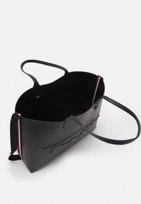 Tommy Hilfiger - ICONIC TOTE SIGNATURE SET - Tote bag - black - 2