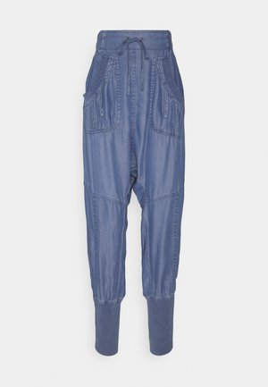 KAREN PANT - Stoffhose - medium blue denim