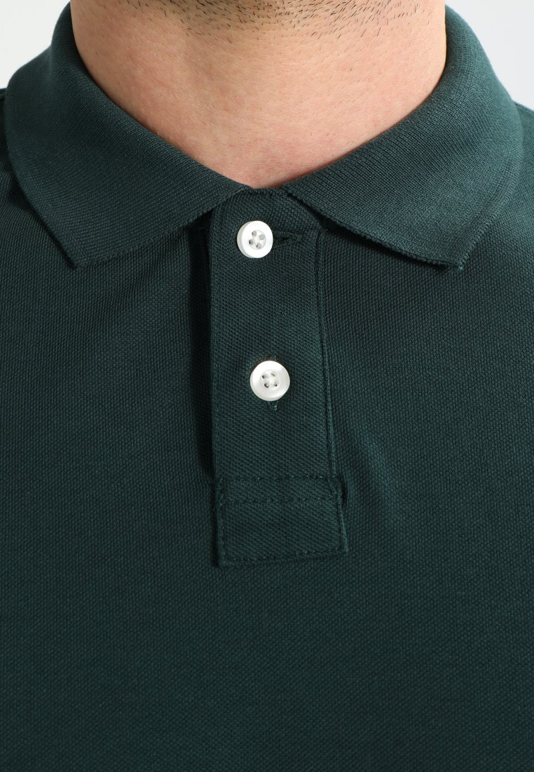 Pier One Poloshirt - dark green/grün-metallic XMQiK6
