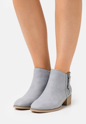 DIXIEE - Ankle boot - light blue