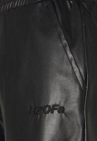 H2O Fagerholt - TRACK SUIT PANT - Kalhoty - black - 2