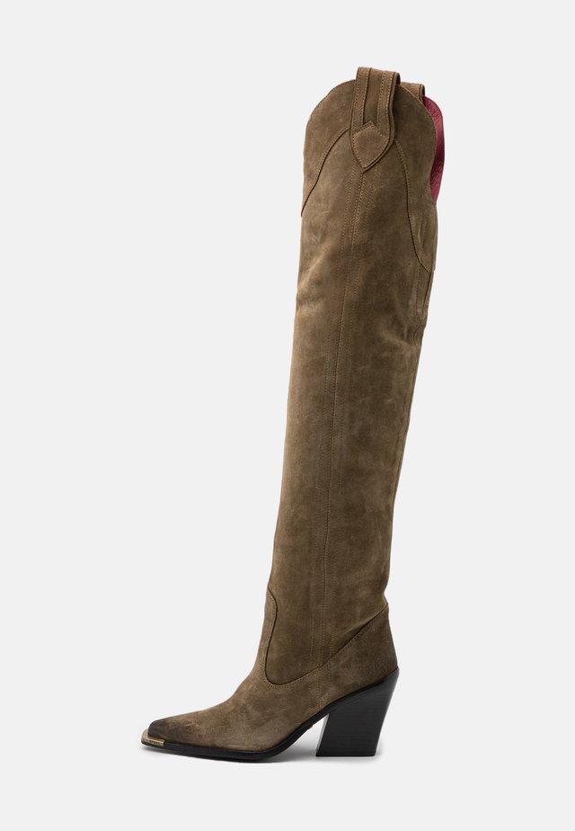 NEW KOLE - Stivali con i tacchi - moss