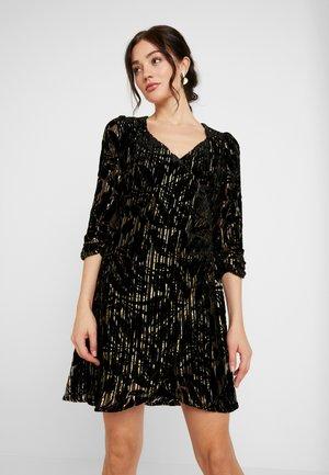 YASRITA 3/4 DRESS SHOW - Cocktailklänning - black/gold/silver