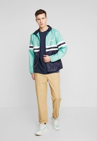 Levi's® - COLORBLOCKED WINDBREAKER - Summer jacket - night blue/crème/menthe - 1