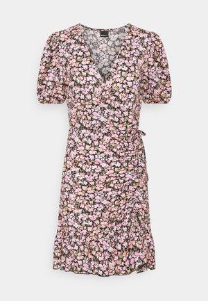 MAYA DRESS - Sukienka z dżerseju - pink ditsy