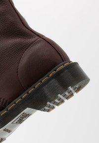 Dr. Martens - 1460 PASCAL - Šněrovací kotníkové boty - cask ambassador - 5