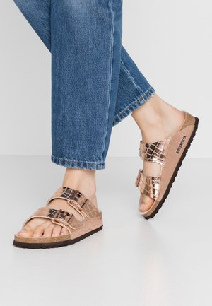 ARIZONA - Slippers - gator gleam copper