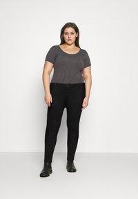Tommy Hilfiger Curve - HARLEM  - Jeans Skinny Fit - black - 1