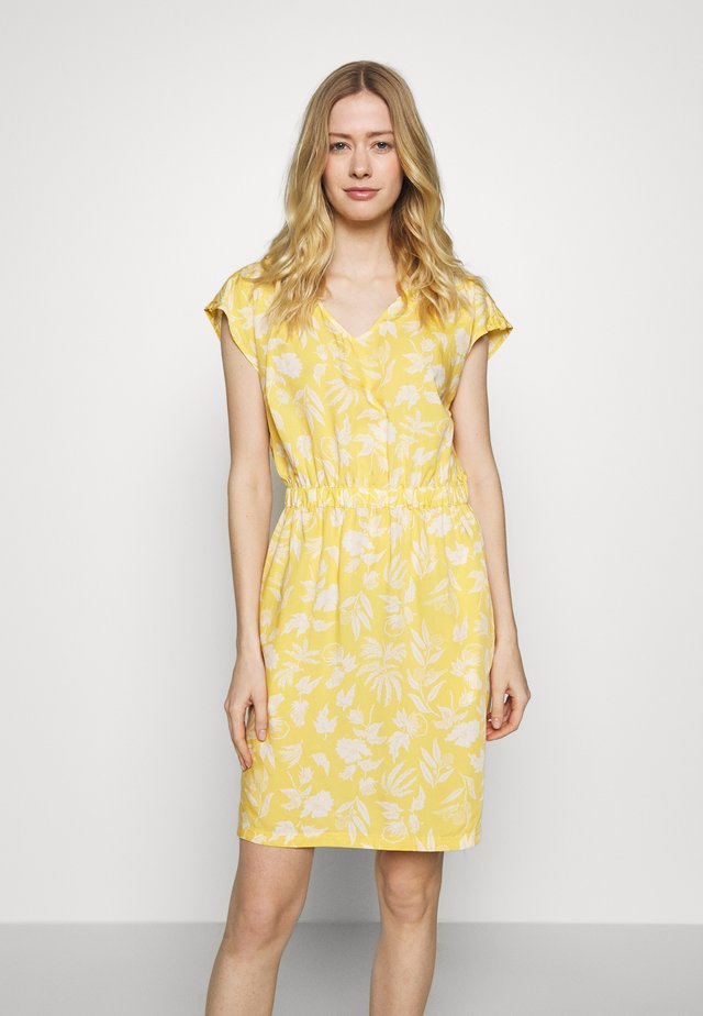 JUNE LAKE DRESS - Jurken - surfboard yellow