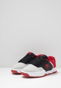 DC Shoes - CENTRAL - Obuwie deskorolkowe - black/red/grey - 2