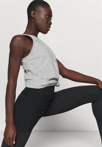 Nike Performance - DRY TANK  YOGA - Treningsskjorter - dark grey heather - 3