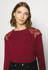ONLY - ONLKIRA MIX - Long sleeved top - pomegranate - 3