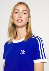 adidas Originals - Print T-shirt - team royal blue/white - 3