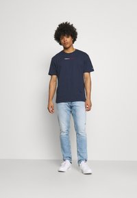 Tommy Jeans - AUSTIN SLIM TAPERED - Slim fit jeans - denim - 1