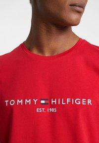Tommy Hilfiger - LOGO TEE - Print T-shirt - red - 6