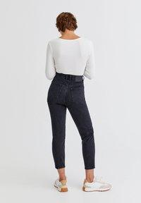PULL&BEAR - Relaxed fit jeans - mottled black - 2