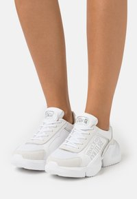 Versace Jeans Couture - Trainers - white - 0