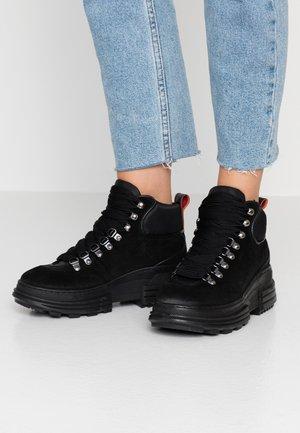 CARA MID LACE  - Kotníková obuv - black
