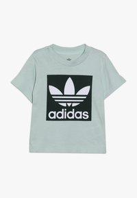 adidas Originals - TREFOIL TEE - T-shirt med print - light green - 0