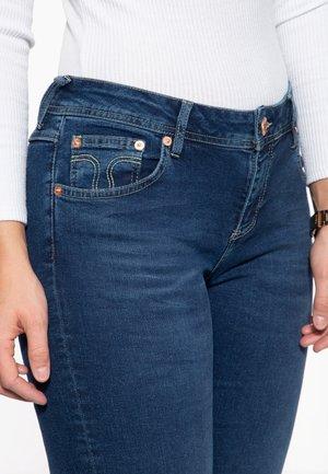 AUS ROBUSTEM - Slim fit jeans - mittelblau