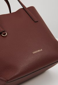 Coccinelle - MATINEE WORK HANDBAG - Handbag - marsala/cherry - 4