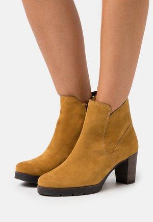 Kotníková obuv - mustard