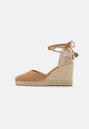 CARINA  - Platform sandals - tostado