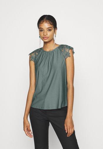 ONLSILJA LIFE NEW MIX - Print T-shirt - balsam green