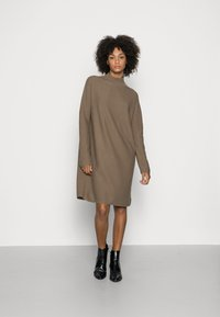 Marc O'Polo - DRESS SHORTSLEEVE ROUND-NECK RICE CORN STRUCTURE - Jumper dress - nutshell brown - 0
