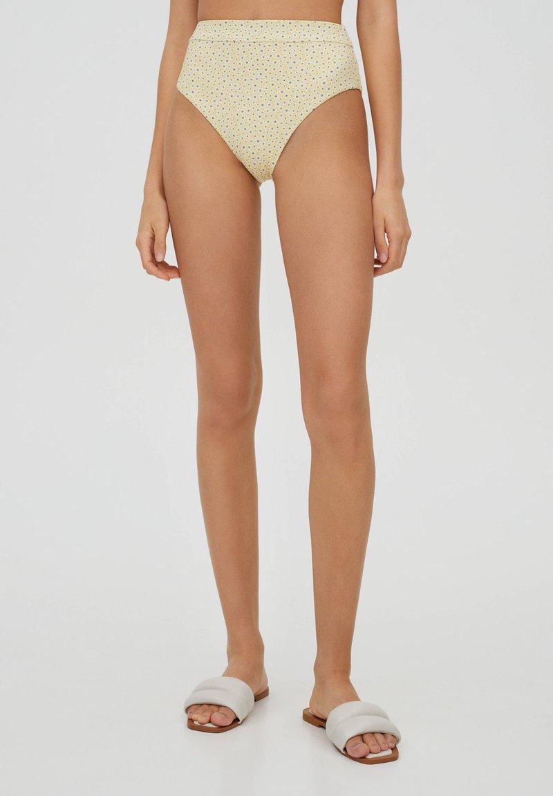 PULL&BEAR - MIT BLUMEN - Bikini bottoms - yellow