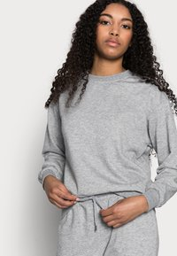 Vero Moda Petite - VMNATALIA SET - Sweatshirt - light grey melange - 4