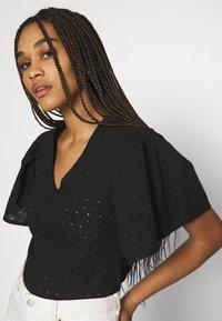 Trendyol - Basic T-shirt - black - 3