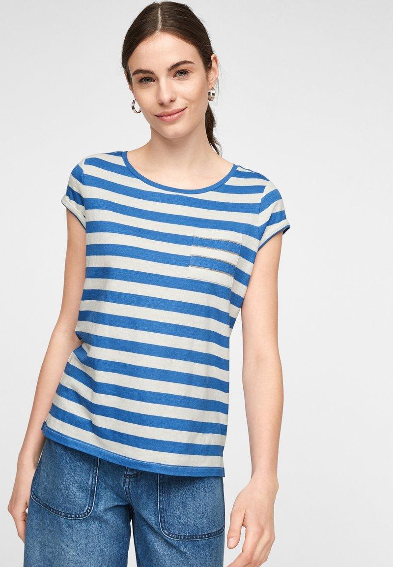 comma casual identity - MIT SCHMUCK-DETAIL - Print T-shirt - royal blue stripes
