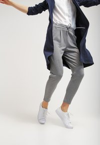 ONLY - POPTRASH EASY COLOUR PANT - Bukse - medium grey melange - 3
