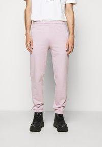 032c - REFLECTIVE LOGO - Teplákové kalhoty - grey purple - 0