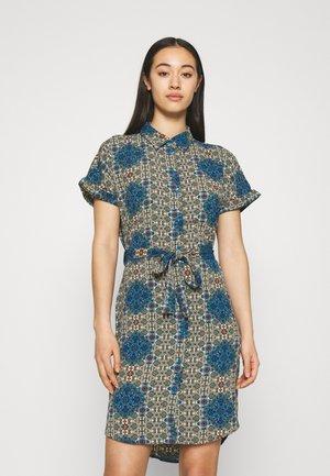 VMSAGA DRESS - Shirt dress - birch/esmeralda