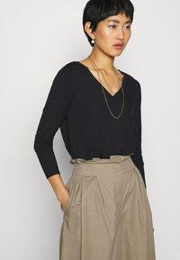 Esprit Collection - Maglietta a manica lunga - black - 4