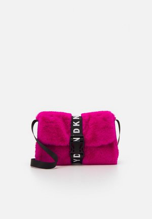 SHOULDER BAG - Across body bag - fuschia