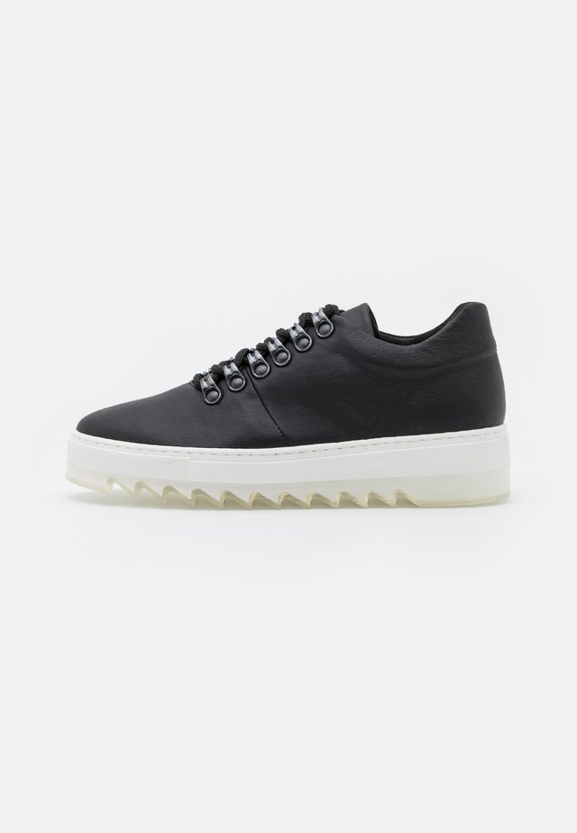 AMBER VEGAN  - Sneakers - black