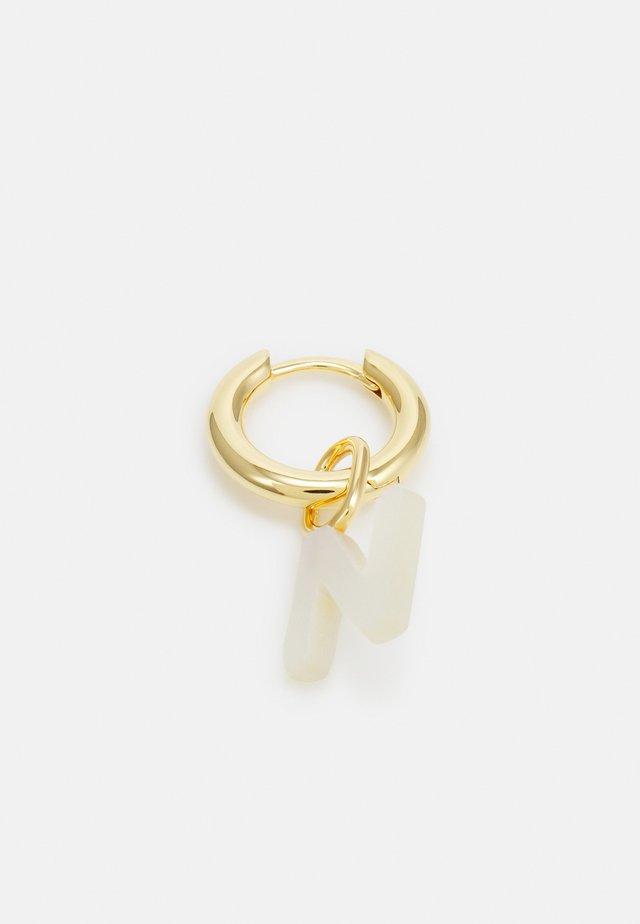 LUCID LETTER HUGGIE N - Oorbellen - gold-coloured