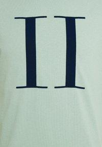 Les Deux - ENCORE  - Print T-shirt - iceberg green/navy blue - 6
