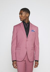 Isaac Dewhirst - Costume - pink - 2