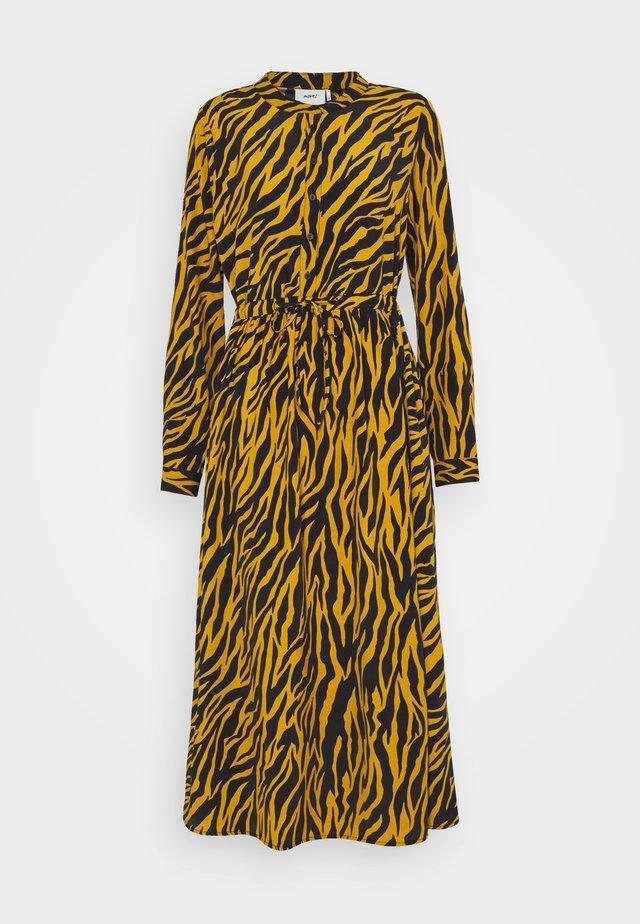 TANISA - Košilové šaty - harvest gold