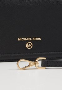 MICHAEL Michael Kors - JET SET PHONE XBODY  - Portefeuille - black - 3