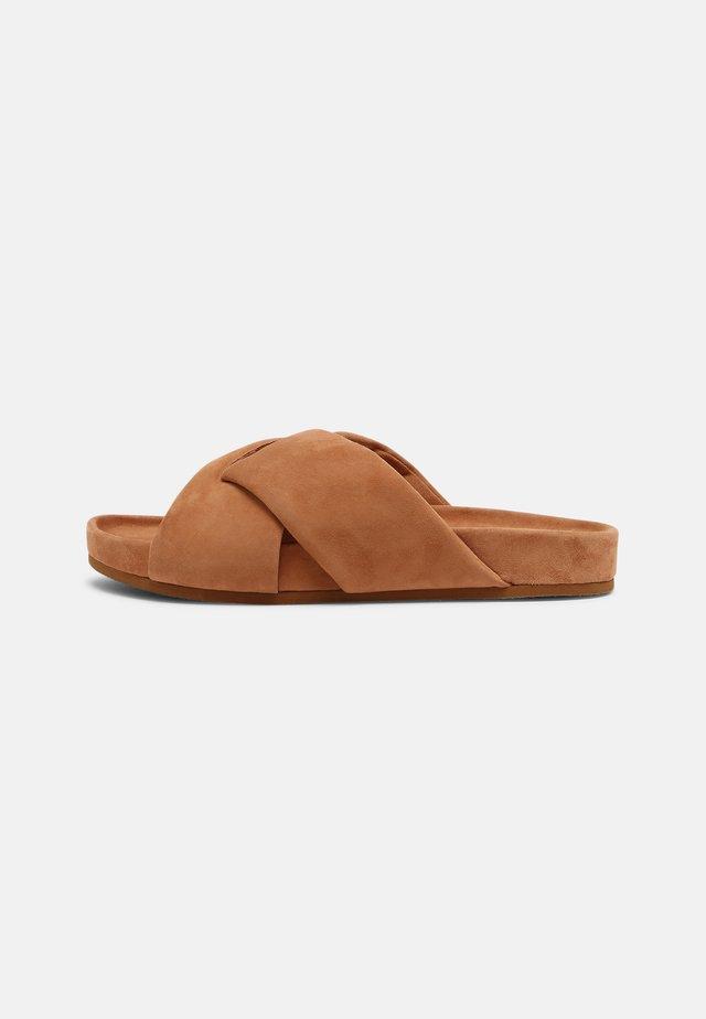 ALLIE - Pantofle - camel