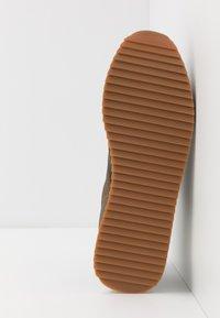 Superdry - FERO RUNNER CORE - Sneaker low - khaki - 4