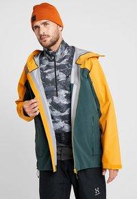Haglöfs - STIPE JACKET MEN - Snowboardová bunda - mineral/desert yellow - 3