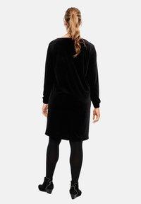 Triangle - MIT BÜNDCHEN - Day dress - black - 2