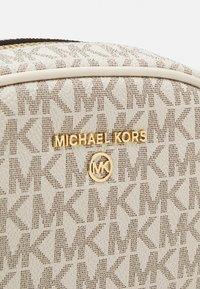 MICHAEL Michael Kors - JET SET CHARM OVAL XBODY - Taška spříčným popruhem - chambray - 4